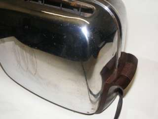 B96) Vintage Toastmaster Chrome+Bakelite toaster Auto Pop up bottom