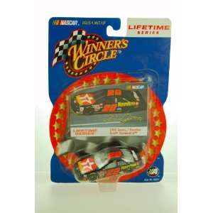 Series #28 Dale Jarrett Ford Thunderbird 1/64 Scale Car Toys & Games
